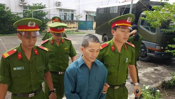 Bị cáo Nguyễn Thọ đang được dẫn giải đến tòa.