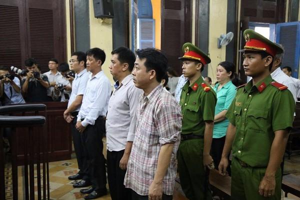 Các bị cáo trong phiên tòa ngày 23-10