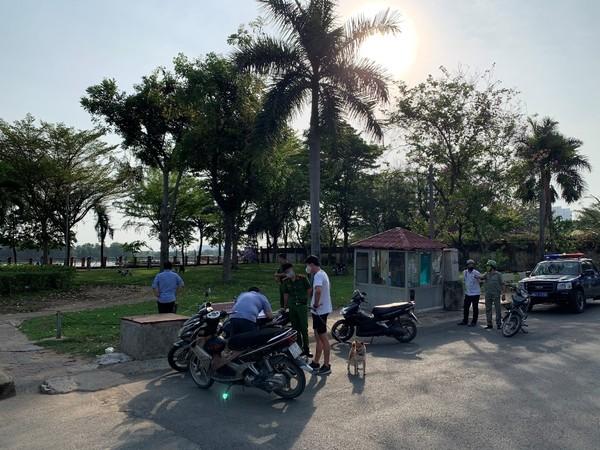 KHONG-DEO-KHAU-TRANG-BI-PHAT-6
