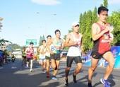 Hơn 1.420 vận động viên chinh phục đỉnh núi Bà Rá