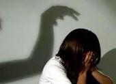 Sống chung nhà, dượng nhiều lần hiếp dâm cháu gái