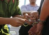 Truy tố 2 cựu công an lừa tiền của 3 CSGT có vi phạm