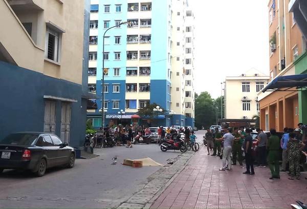 Dân chung cư phát hoảng khi người đàn ông rơi từ tầng cao