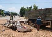 Va chạm xe tải, 3 người trên ô tô tử vong thương tâm