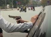 TP.HCM: Đi ô tô nổ súng vào nhóm thanh niên đứng ven quốc lộ