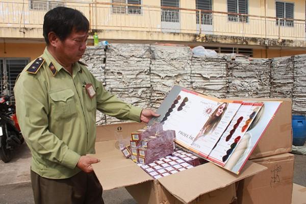Những hộp mỹ phẩm chăm sóc tóc của TRung Quốc nhưng ghi rõ cụ thể địa chỉ sản xuất tại VN bị cơ quan chức năng phát hiện