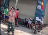 Dịch COVID-19: Yêu cầu một tiệm vàng ngưng phát cơm từ thiện