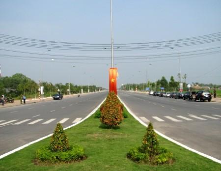 Tuyến Đại lộ này có 2 chiều lưu thông, rộng 53m.