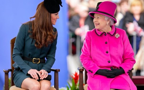 http://cdn.thedailybeast.com/content/dailybeast/articles/2014/02/03/queen-orders-makeover-for-duchess-kate-lady-mary-s-wedding-tiara-for-rent/jcr:content/image.crop.800.500.jpg/1391452926718.cached.jpg