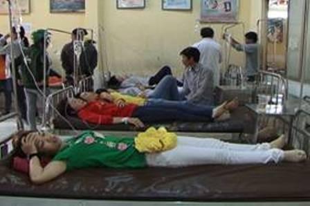 Hơn 150 công nhân nhập viện vì ngộ độc th