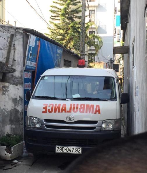 2 xe cứu thương được điều đến hiện trường