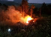 Xe bồn lao xuống vực bốc cháy sau va chạm, 1 người tử vong
