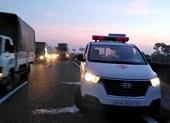 Xe cứu thương bị tông văng 10m trên cao tốc Trung Lương