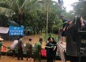 Cảnh sát giải cứu 6 người ở Đồng Nai mắc kẹt trong lũ