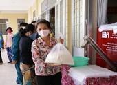 13 ATM gạo, nước suối tiếp sức cộng đồng vượt khó