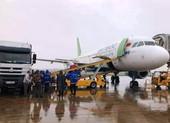Dùng máy bay chuyển gấp hàng cứu trợ đến Quảng Bình