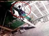 Camera ghi cảnh trộm leo vào nhà dân trộm laptop ở quận 1