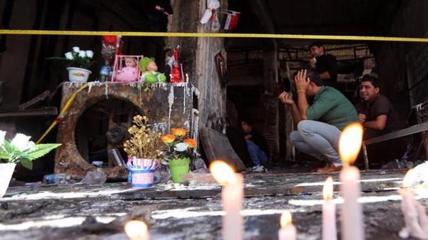 Tưởng niệm nạn nhân vụ đánh bom kinh hoàng ngày 3-7 ở Baghdad làm gần 300 người chết.