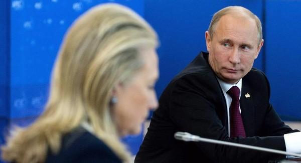 Bà Clinton nhiều lần công khai chỉ trích ông Putin.
