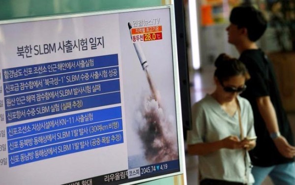 Truyền hình Hàn Quốc đưa tin về sự kiện Triều Tiên phóng tên lửa SLBM sáng 24-8.