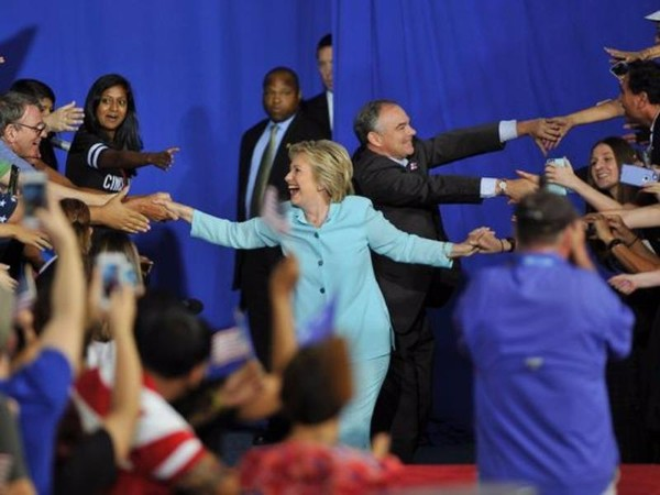Cặp đôi Hillary Clinton và Tim Kaine đều được thông báo đảm bảo sức khỏe đảm nhiệm công việc tổng thống và phó tổng thống.