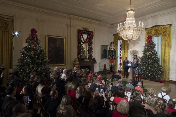 Các gia đình quân nhân được Đệ nhất phu nhân chào đón tại Nhà Trắng.