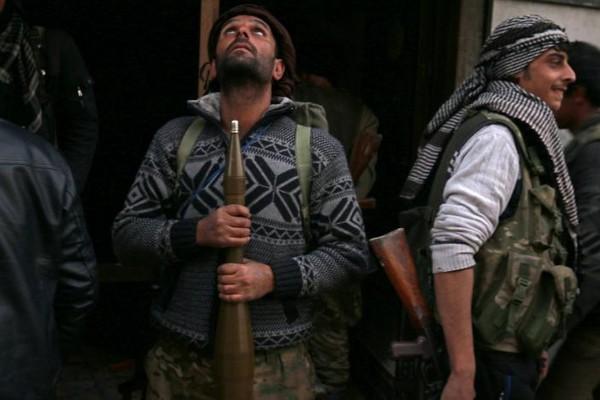 Phe nổi dậy tại đông Aleppo. Ảnh: REUTERS