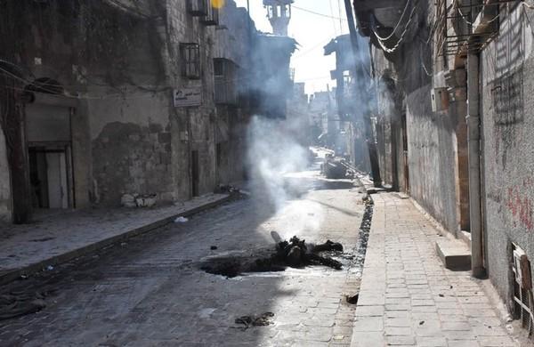 Thương vong trên đường phố quận Bab al-Hadid, Aleppo. Ảnh: GETTY IMAGES