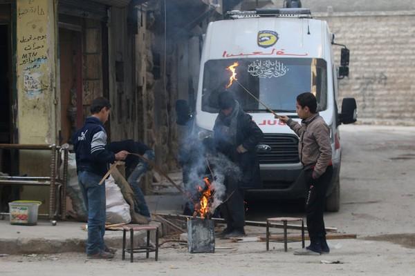Trong một vùng phe nổi dậy kiểm soát ở đông Aleppo. Ảnh: REUTERS