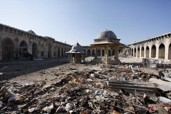Đền thờ Umayyah hư hại nặng ngày 15-12-2013.