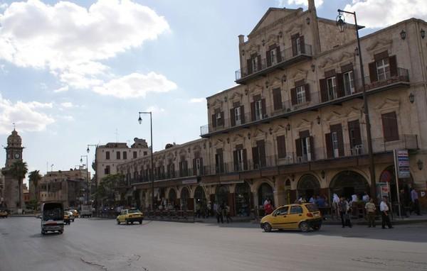 Khu vực tháp đồng hồ Bab al-Faraj ở Aleppo ngày 6-10-2010.