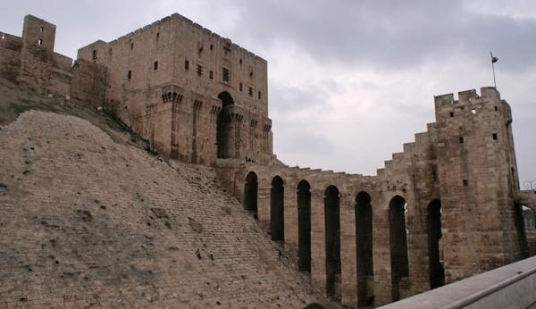 Một tòa tháp cổ Aleppo ngày 11-12-2009.