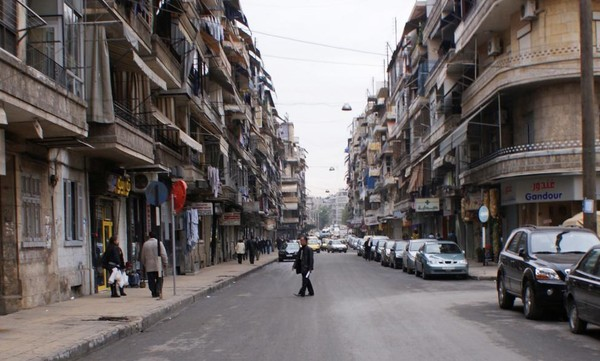 Người dân trên đường phố Aleppo yên bình ngày 12-12-2009.
