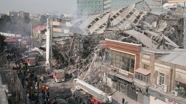 Hiện trường sau khi cao ốc Plasco sập. Ảnh: CNN