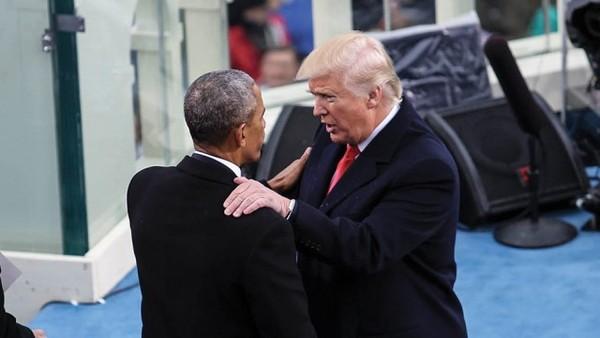 Cựu Tổng thống Obama (trái) muốn Tổng thống Trump (phải) duy trì thực hiện Obamacare. Ảnh: THE HILL