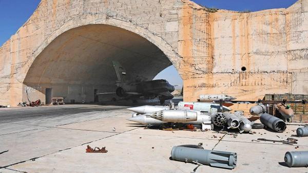 Một góc căn cứ không quân Shayrat của Syria bị tên lửa Tomahawk của Mỹ làm hư hại. Ảnh: THE DRIVE