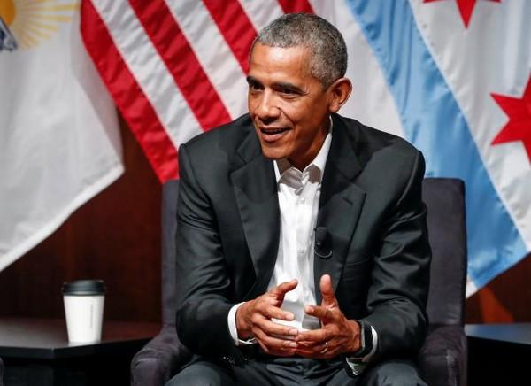 Cựu Tổng thống Mỹ Barack Obama phát biểu tại một hội nghị với những người trẻ tại đại học Chicago, bang Illinois (Mỹ) ngày 24-4. Ảnh: REUTERS