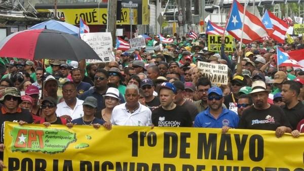 Người dân Puerto Rico biểu tình ngày 1-5 đòi kiểm toán truy cứu ai chịu trách nhiệm khoản nợ công khổng lồ 70 tỷ USD. Ảnh: AP