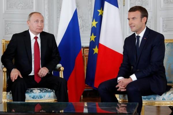 Tổng thống Pháp Macron (phải) và Tổng thống Nga Putin hội đàm tại Cung điện Versailles, ngày 29-5. Ảnh: REUTERS