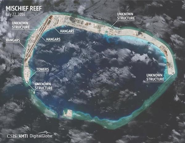 Ảnh vệ tinh của CSIS tháng 7-2016 cho thấy Trung Quốc xây dựng trái phép trên đá Vành Khăn thuộc quần đảo Trường Sa của Việt Nam. Ảnh: CSIS