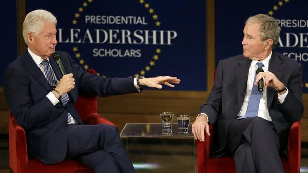 Những lời nói của hai ông Clinton và Bush được cho là gián tiếp ám chỉ ông Trump. Ảnh: REUTERS