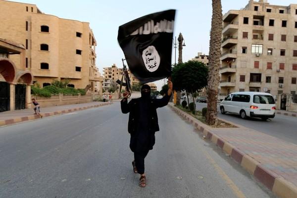Tư lệnh Mỹ tại Afghanistan tuyên bố sẽ quét sạch IS ở nước này trong năm nay. Ảnh: REUTERS