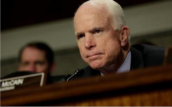 Thượng nghị sĩ Cộng hòa John McCain tại một phiên điều trần của Ủy ban Quân vụ Thượng viện ngày 23-5. Ảnh: REUTERS