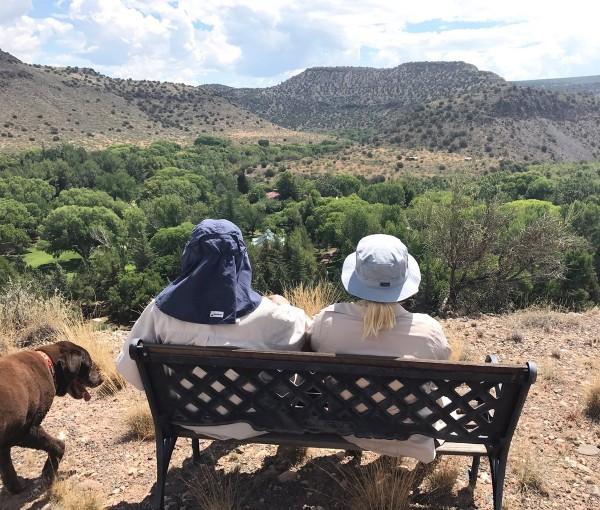 Bức ảnh nghị sĩ McCain leo núi cùng con gái được đăng trên TWITTER.