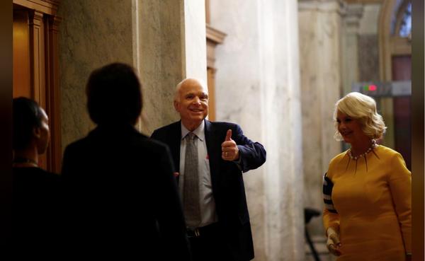 Nghị sĩ lão thành McCain hồi phục ngoạn mục sau điều trị ung thư, trở lại Thượng viện ngày 25-7. Ảnh: REUTERS