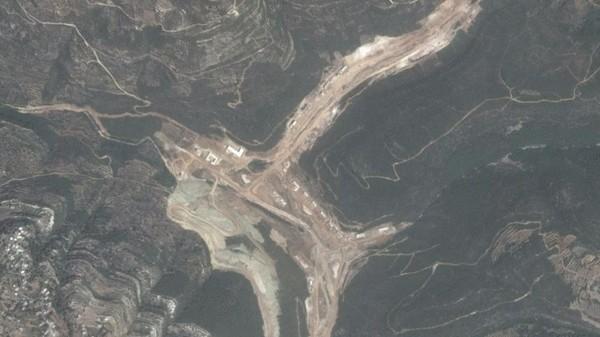 Hình ảnh vệ tinh một công trình xây dựng mà Israel cho là nhà máy tên lửa Iran đang xây dựng ở Syria. Ảnh: DIGITAL GLOBE