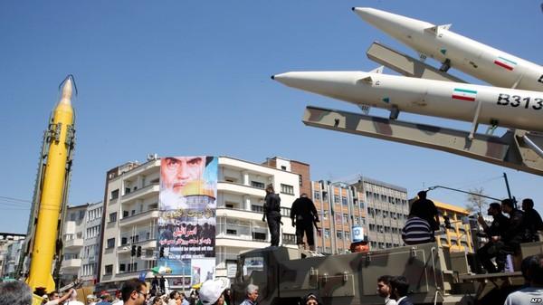 Tên lửa Iran tại một cuộc tuần hành ở Tehran (Iran) ngày 23-6. Ảnh: AFP