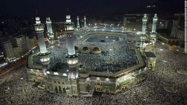 Quang cảnh một cuộc hành hương về thánh địa Mecca. Ảnh: CNN