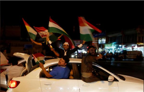 Người Kurd tại Iraq xuống đường mừng sự kiện trưng cầu độc lập ngày 25-9. Ảnh: REUTERS