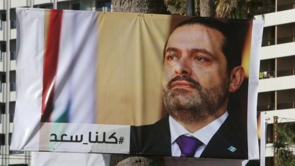 Hình ảnh Thủ tướng Hariri trên áp phích ngoài đường phố Beirut (Lebanon). Người dân nước này đang mong ông quay về với tư cách thủ tướng. Ảnh: REUTERS